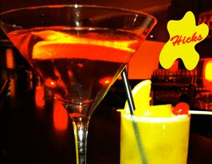 2 gekühlte Cocktails mit Hicks-Symbol