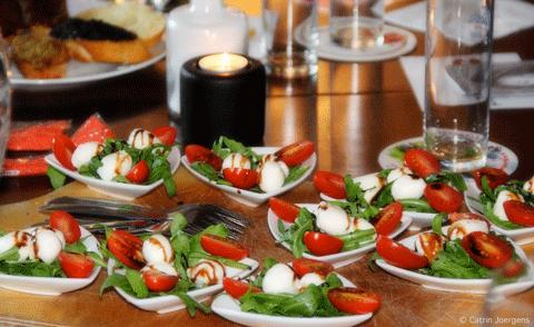 Mozzarella mit Tomate bei der Lesung
