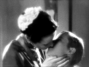 Szenenbild Mädchen in Uniform: Fräulein von Bernburg küsst Manuela