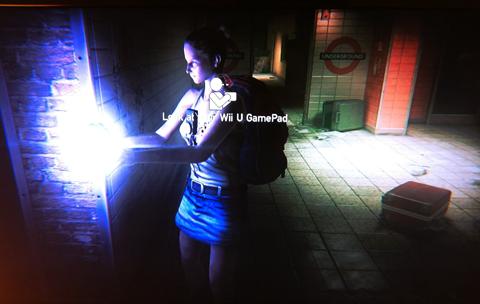 Zombi U Screenshot 03 – Frau mit Taschenlampe Underground