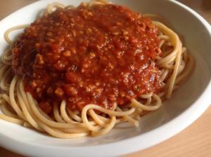Vollkornnudeln mit veganer Bolognese
