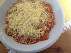 Vegane Ravioli mit geriebenem Käse