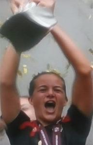 Lena Lotzen freut sich nach einer tollen Turnierleistung über den Finalsieg. TV-Bild ARD