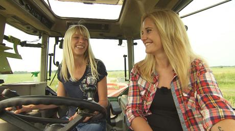 Bauer sucht Frau, Folge 5, Lena und Janine, © RTL