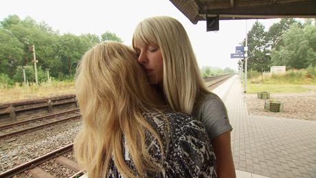 Bauer sucht Frau, Folge 6, Lena und Janine, © RTL