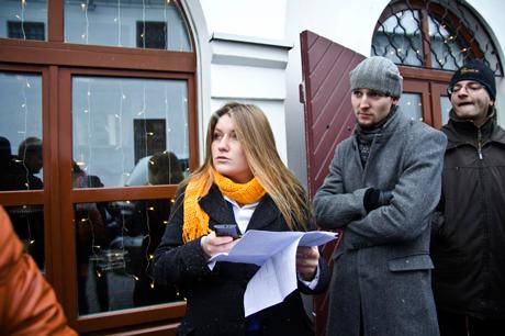Katherina Borsuk. Immer am Telefon und immer dabei, die Pride zu retten.