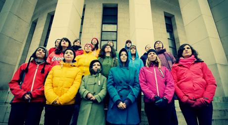 Lesbisch-feminstischer Chor Le Zbor singt Solidaritätsbotschaft