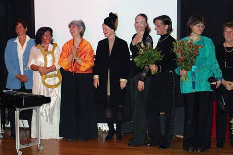 Claudia Friedricht (rechts mit Strauß) und die anderen Mitwirkenden