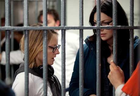 Jodie Foster, Laura Prepon, OITNB S2x01, behind the scenes, Fotocredit: © Jessica Miglio for Netflix