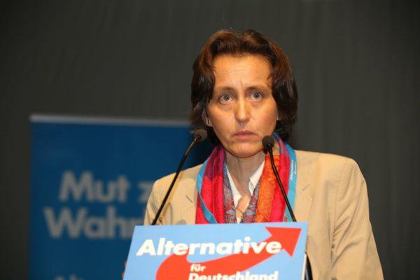 AfD-Rechtsaußen Beatrix von Storch schleicht sich in Köln ein