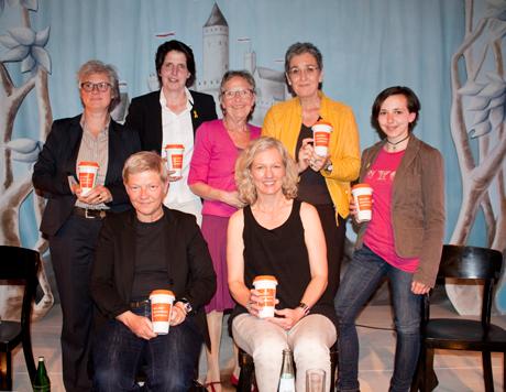 Podium lesbische Sichtbarkeit: (stehend v.li) Eva Kreienkamp, Imke Duplitzer, Ulrike Lunacek, Louisa Voßen, (sitzend v. li.) Birgit Bosold, Sina Vogt