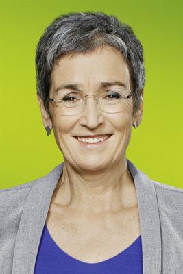 EU-Parlaments-Vize Ulrike Lunacek: SELBST.BEWUSST.LESBISCH.