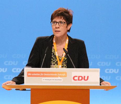 Berliner Anwältin zeigt CDU-Ministerpräsidentin an