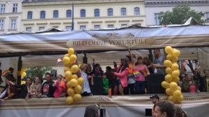 """Vienna Pride Parade, Gruppe """"Bild ohne Vorurteile"""", © Larissa"""