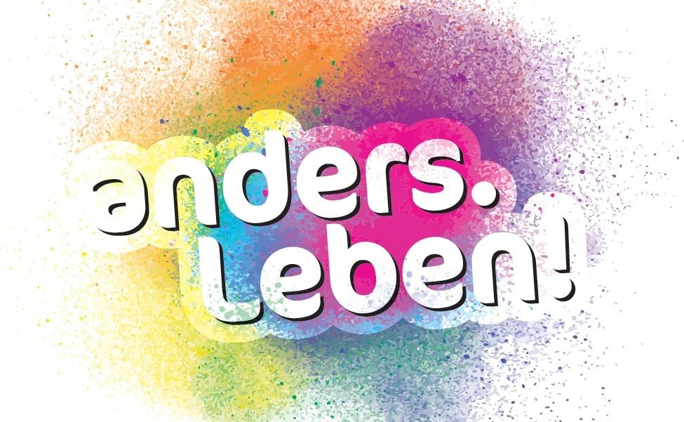 Das Logo des ColognePride 2016, anders. leben! in weißer Schrift auf bunten Flecken