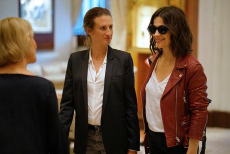 CMA, Camille Cottin (Andrea) mit Juliette Binoche, ©  Edel Motion
